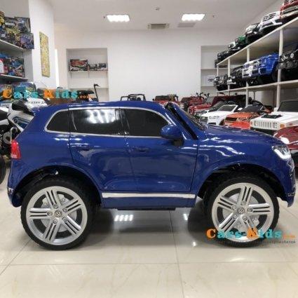 Электромобиль Volkswagen Touareg синий (колеса резина, сиденье кожа, пульт, звуковые эффекты)